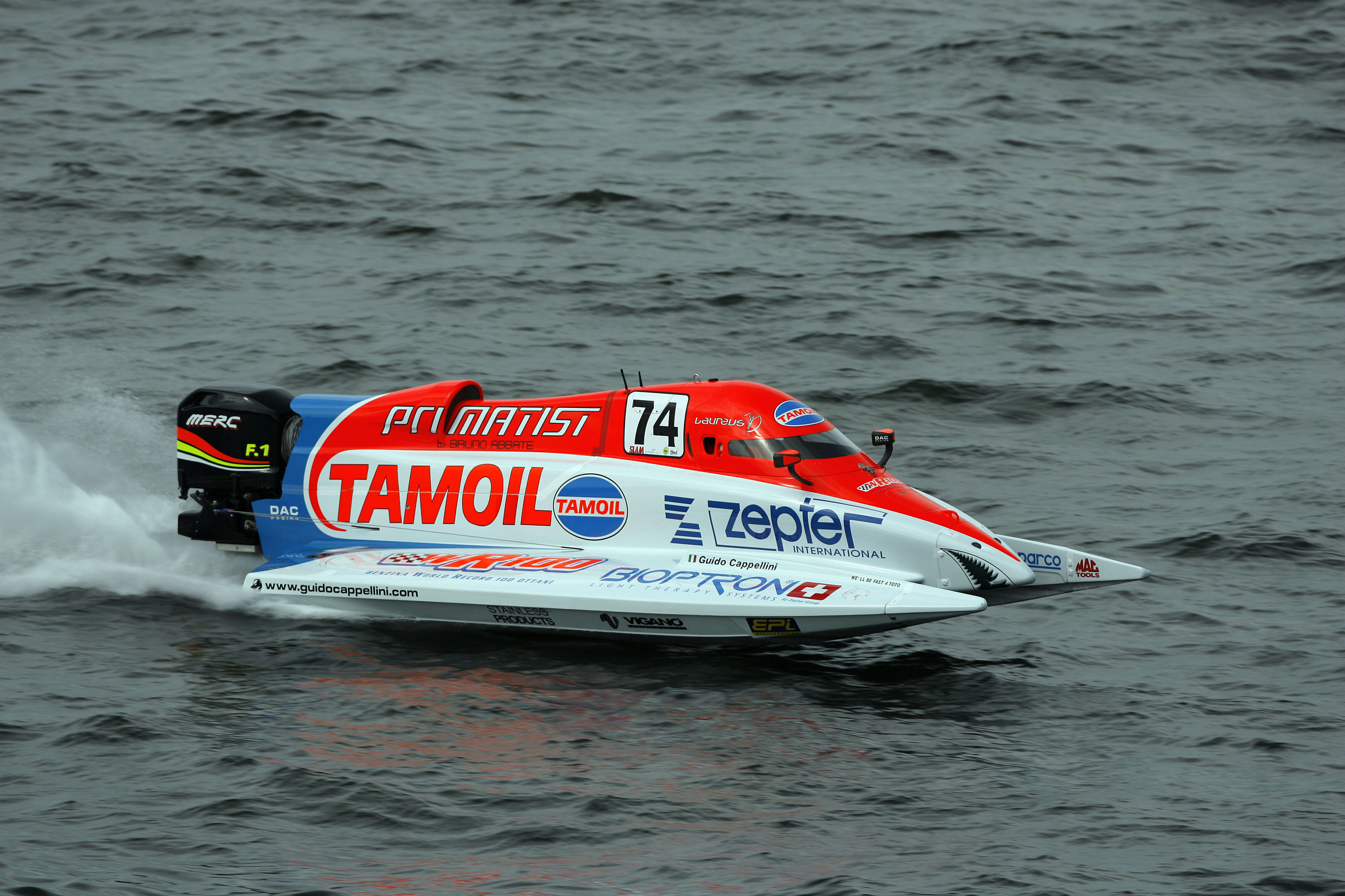 080608-GP OF FINLAND-Guido Cappellini of Italy of the Tamoil team in action the UIM F1 powerboat at the Grand Prix of Finland on Lake Lahti, June 8, 2008. Picture by Paul Lakatos/Idea Marketing.