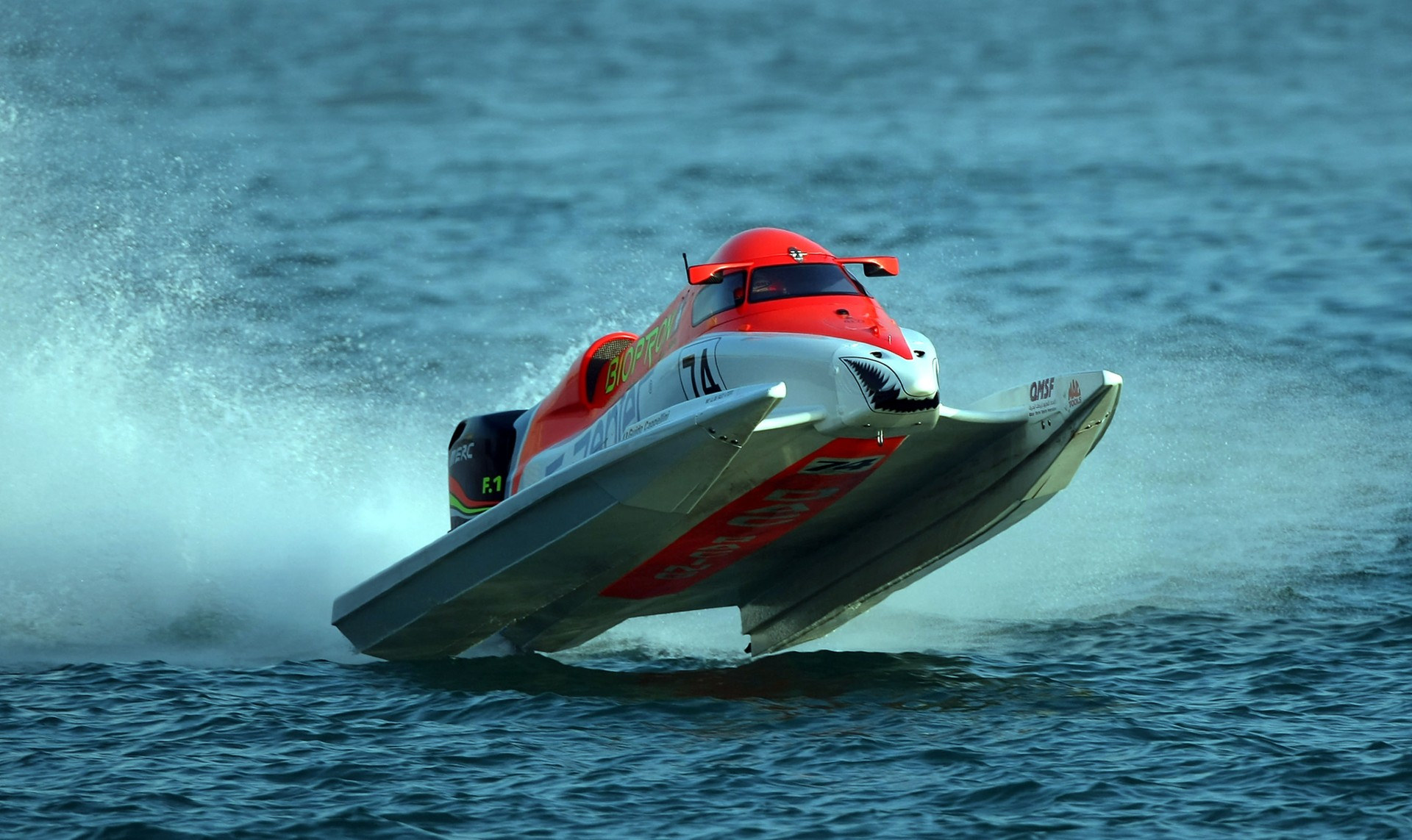 GP OF QATAR-271109-Guido Cappellini of Italy of the Zepter team in action in race one of the UIM F1 Powerboat Grand Prix of Qatar, on the Doha Corniche, Doha, Qatar, the race days are November 27-28, 2009. Picture by Paul Lakatos/Idea Marketing.